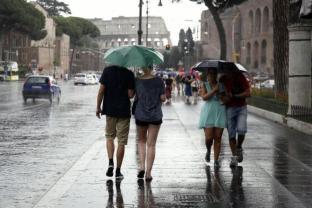 METEO ROMA: lunedì qualche pioggia, martedì sera torna IL MALTEMPO