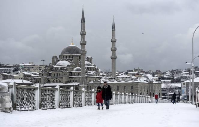 Maltempo a Istanbul, disagi e voli cancellati in aeroporto