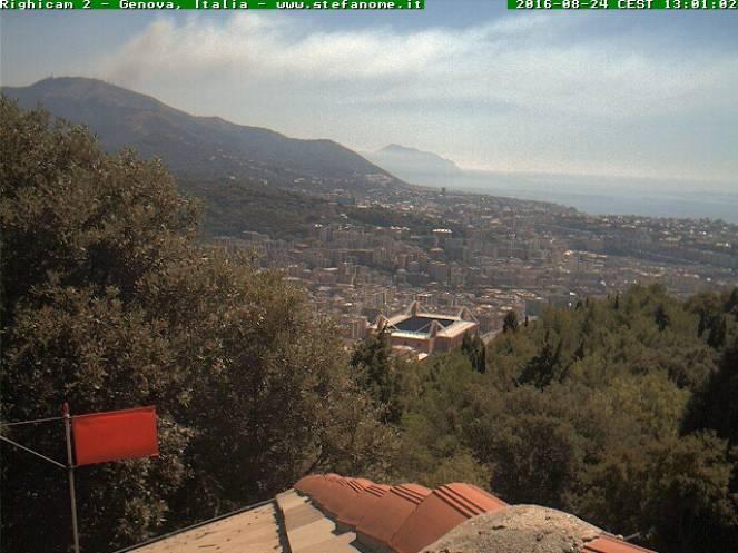 Incendio sulle alture di Genova sul Fasce e sopra Bogliasco