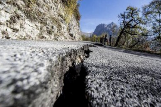 Stamane onde sismiche per più di 2'