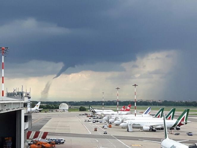 Il tornado al Nord Italia ha lasciato il segno, campi di mais rasi al suolo