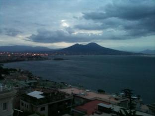Meteo Napoli: discreto venerdì, molte nubi nel weekend