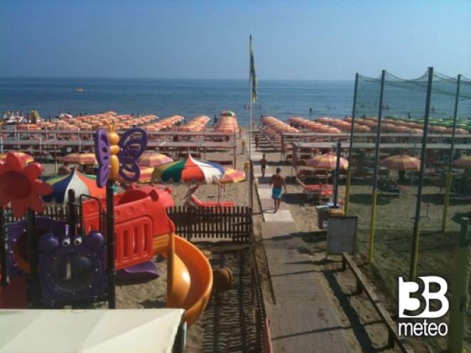 Spiaggia zona 3 riccione foto gallery 3b meteo for Bagno 68 riccione