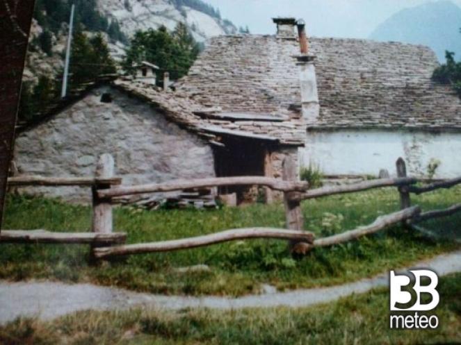 Case in legno e pietra nella frazione isella foto for Case in legno e pietra