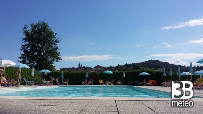 Vista dalla piscina comunale foto gallery 3b meteo for Piscina comunale asti