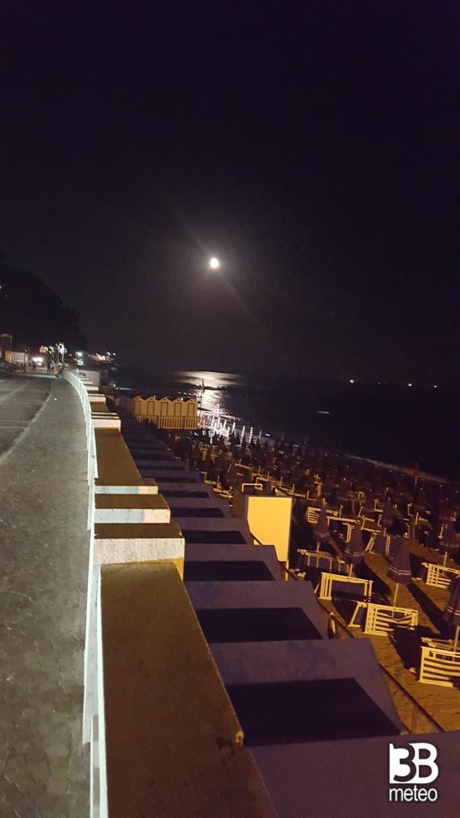 Spiaggia di notte foto gallery 3b meteo - Bagni lido andora ...