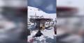 Immagine 1:Seggiovia impazzita: sciatori scaraventati sulla neve - VIDEO