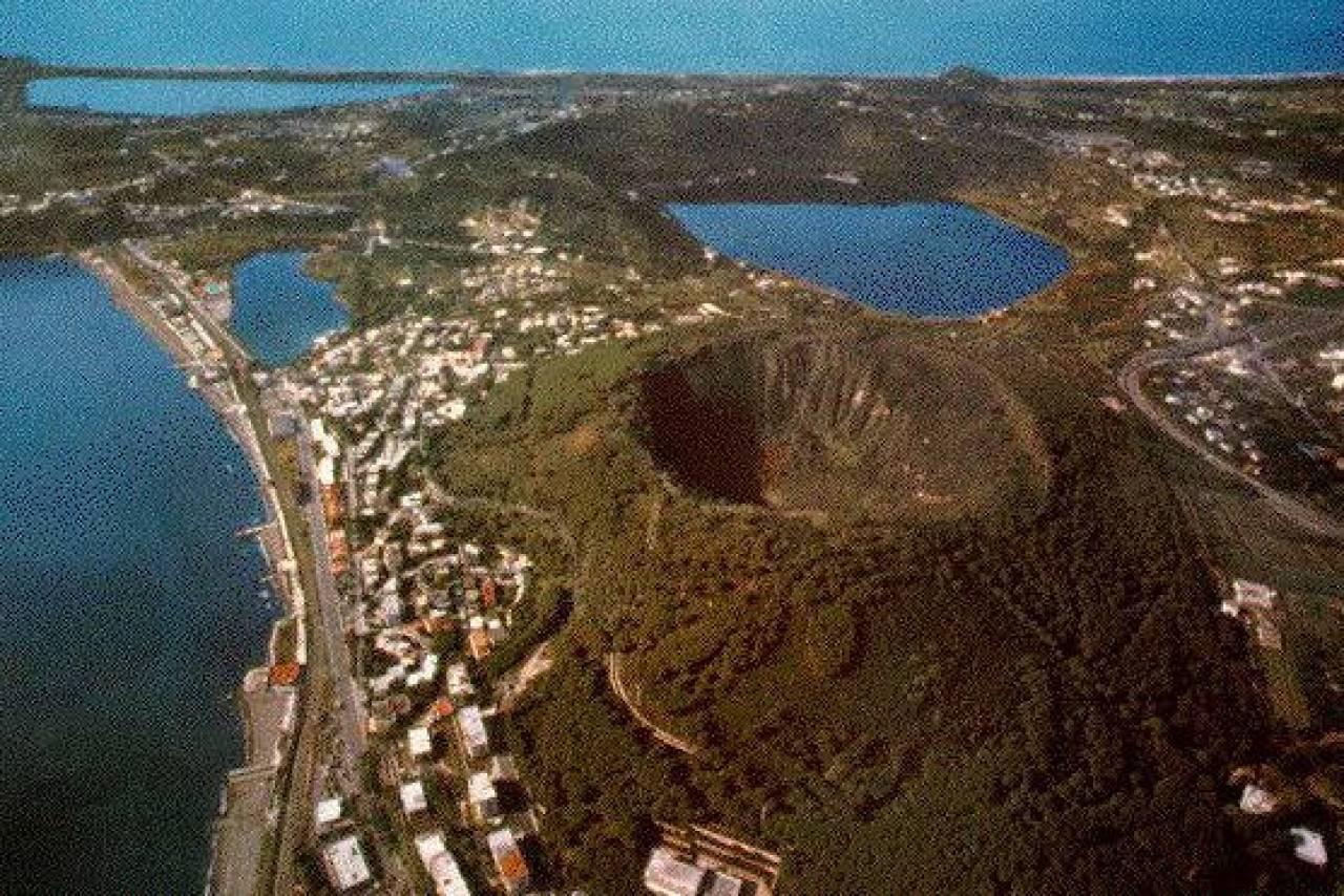 Αποτέλεσμα εικόνας για campi flegrei supervolcano