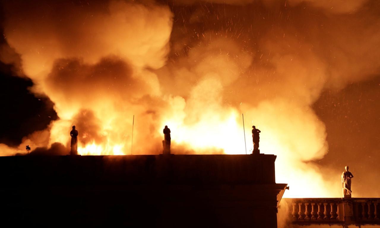 A Rio de Janeiro va a fuoco il Museu Nacional. Distrutti 200 anni di patrimonio storico