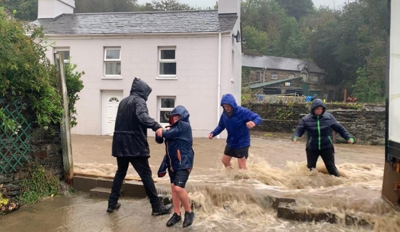 CRONACA EUROPA. Tempesta nel Regno Unito < ALLUVIONI, mareggiate ed evacuazioni. Norfolk in ginocchio