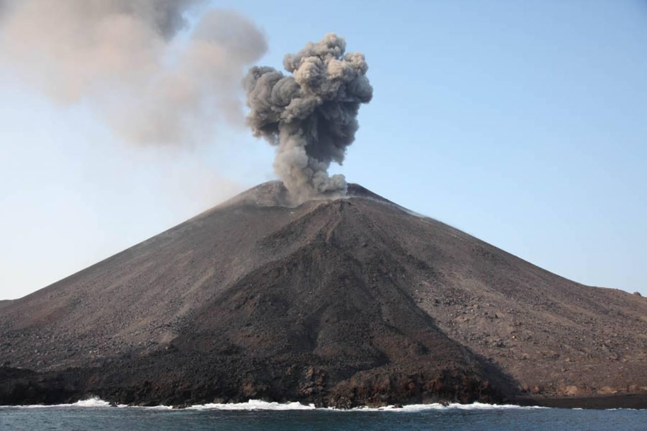 Indonesia - Torna in eruzione Anak Krakatau. VIDEO
