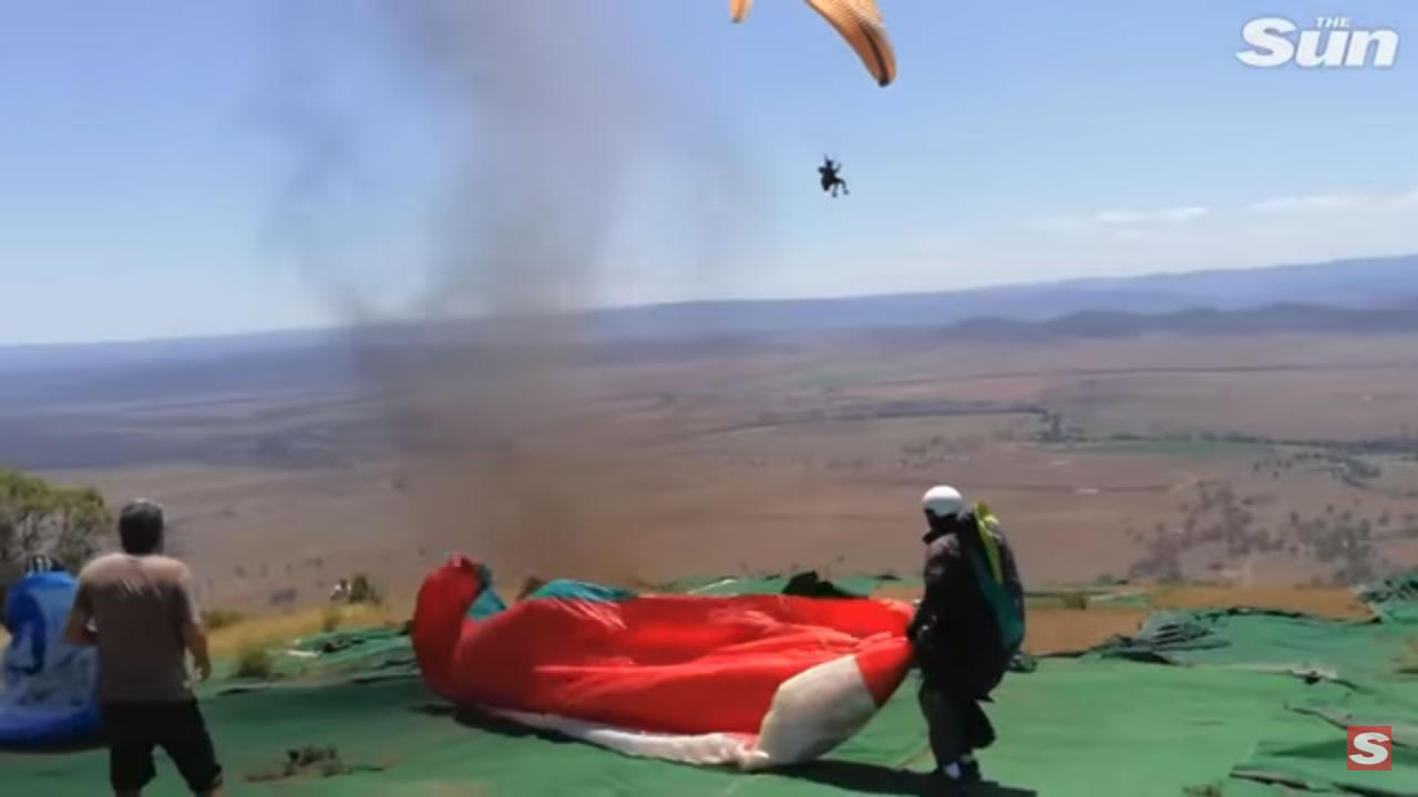 Australia - Catturato da un dust devil mentre fa parapendio. VIDEO