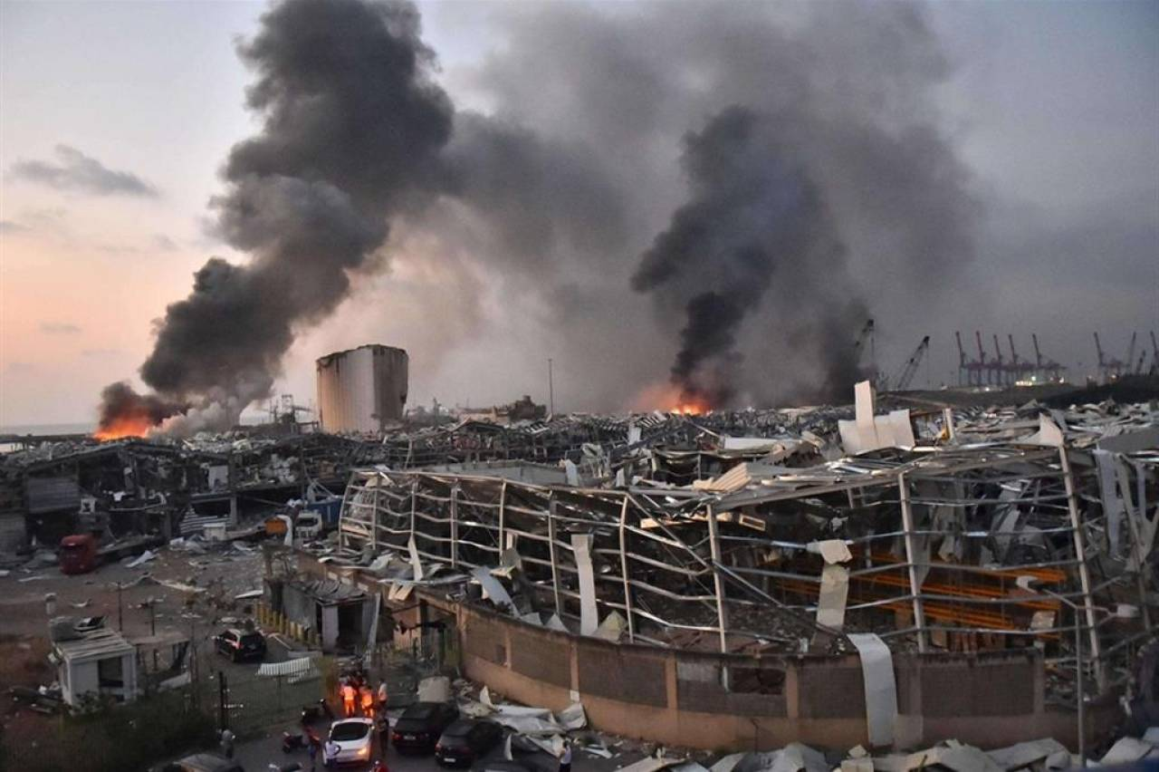 Beirut l'esplosione che coinvolge una macchina in corsa. VIDEO