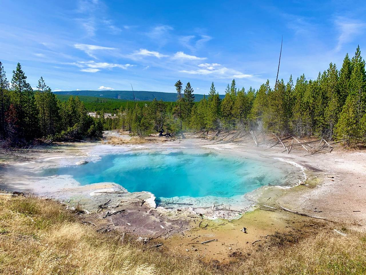 Caldera di Yellowstone, più di 100 terremoti registrati nel mese di giugno