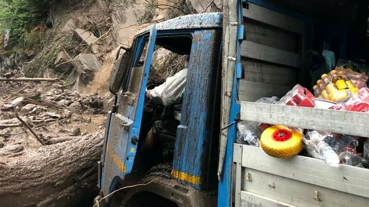 Camion intererssato dalla frana sulla Lariana