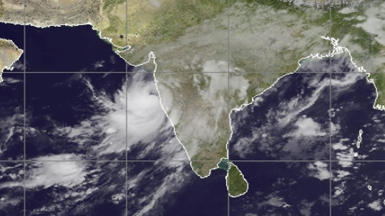 Ciclone Nisarga verso Mumbai
