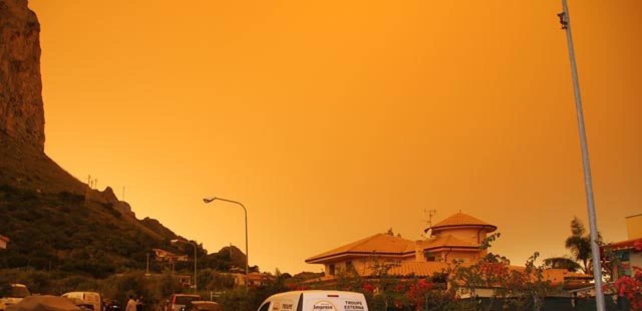 Cieli rossi in Sicilia a causa della sabbia del deserto