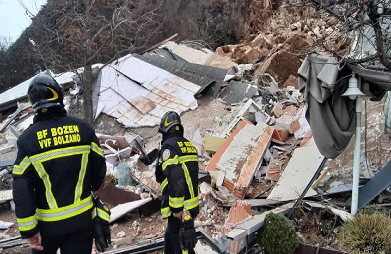 Crollo albergo Eberle a Bolzano: le immagini dei Vigili del Fuoco
