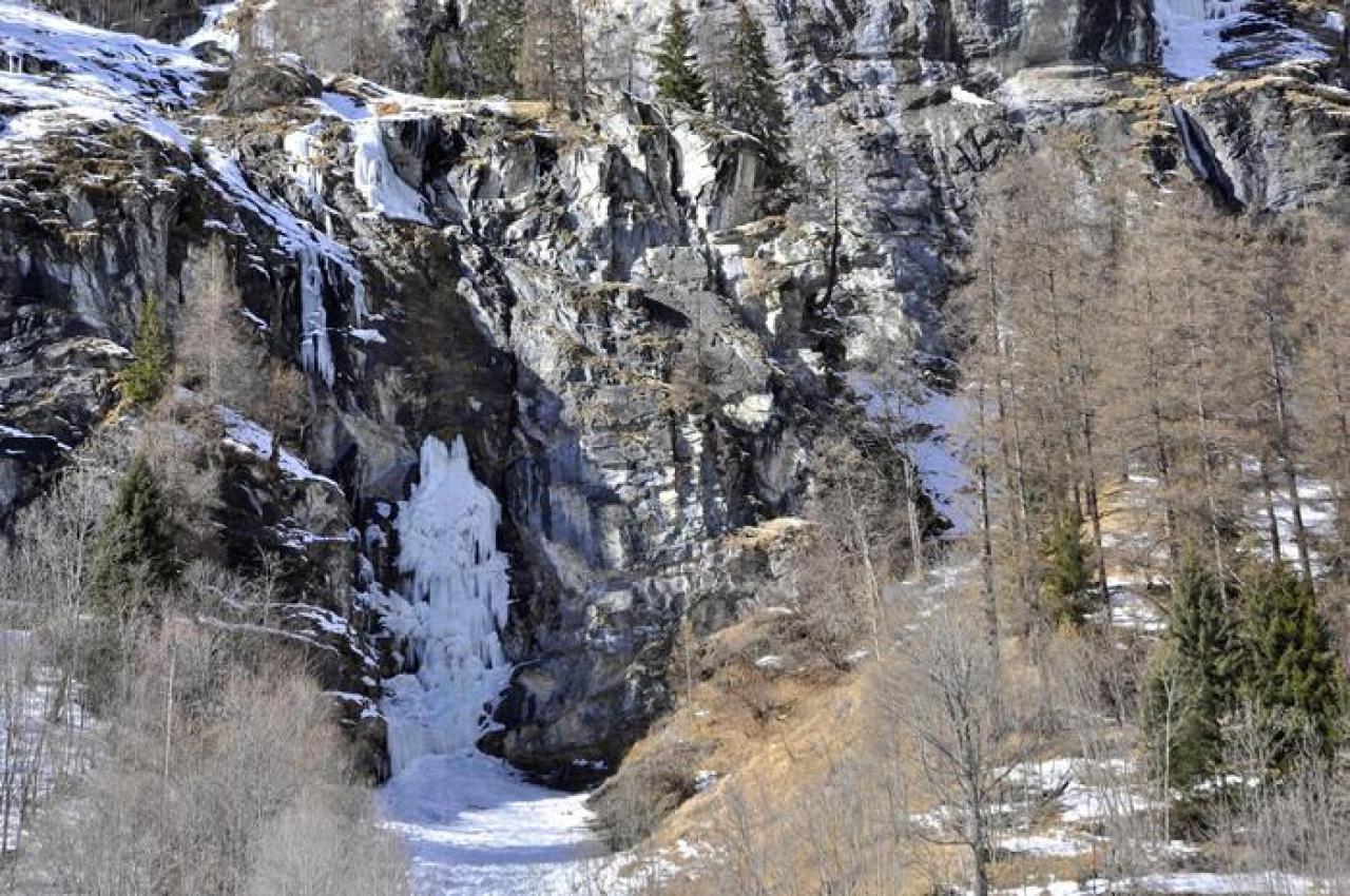 Incidente in Val d'Aosta: 4 vittime per il crollo di una cascata di ghiaccio