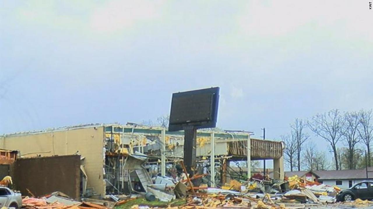 Danni per il tornado a Jonesboro (Fonte immagine: CNN)