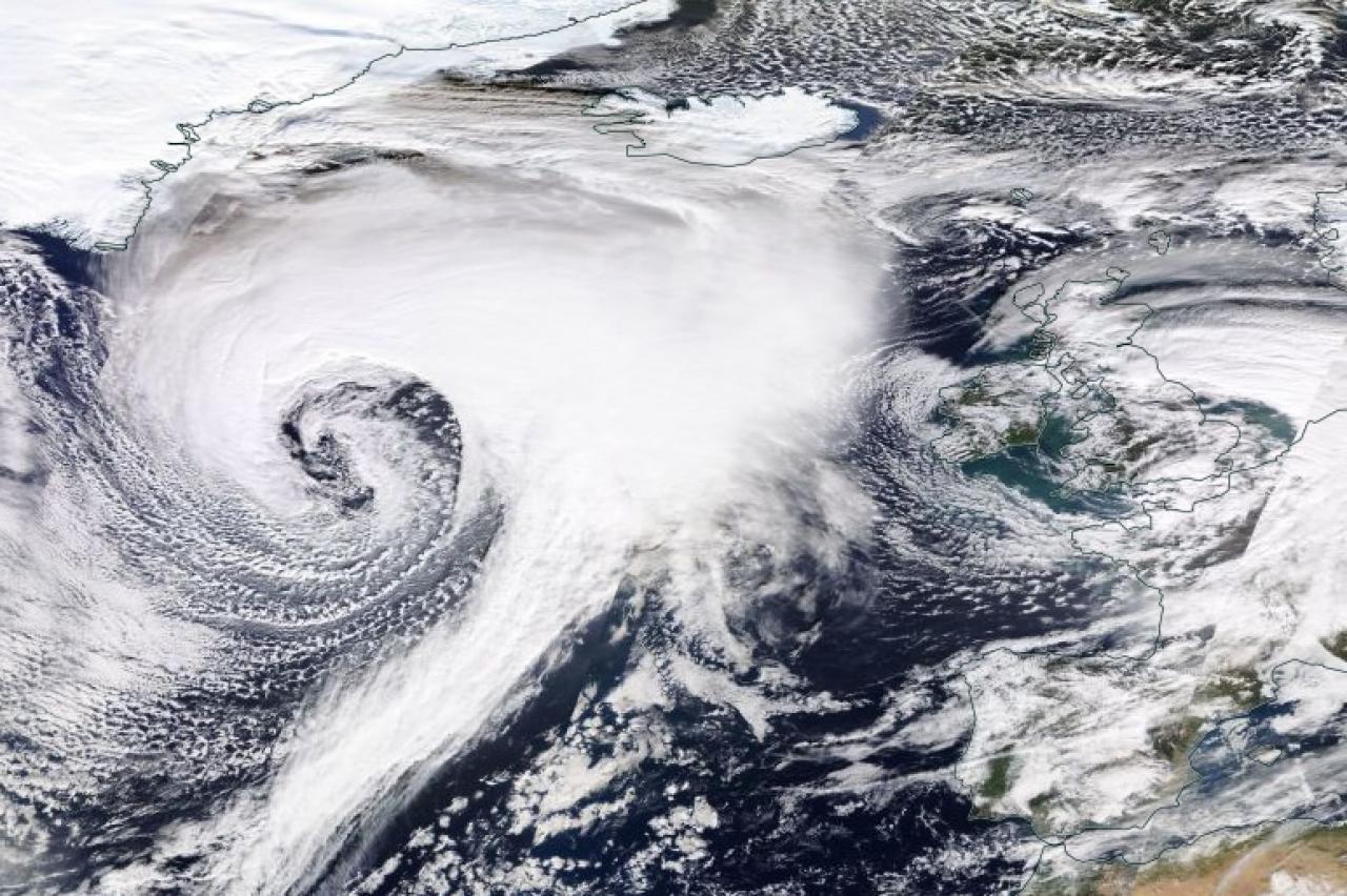 Dennis super ciclone a grandi passi verso il Nord Europa