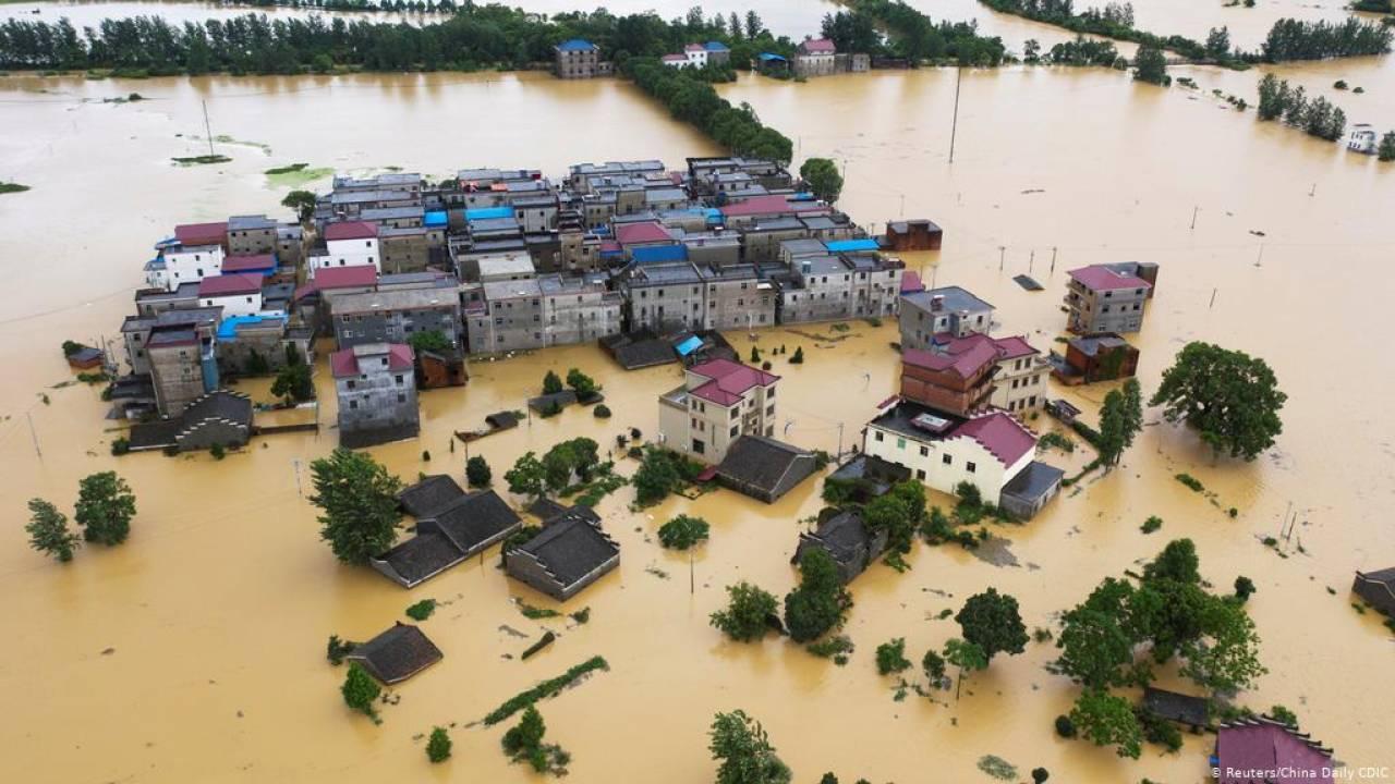 Devastanti alluvioni tornano a colpire la provincia del Hubei in Cina, milioni di sfollati