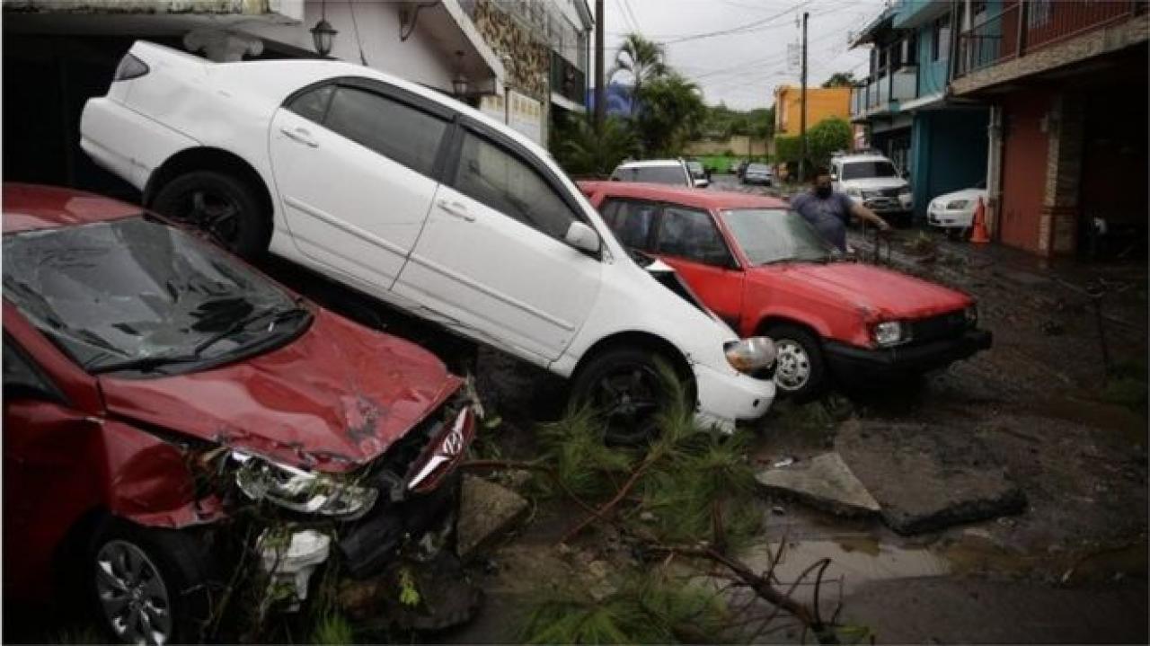 El Salvador devastato dalle alluvioni almeno 14 vittime (fonte foto BBC)