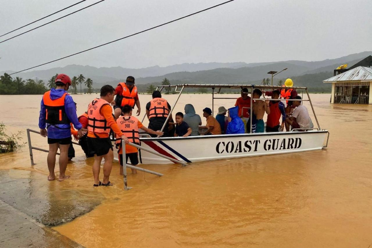 CRONACA METEO. La tempesta Dujuan ha lasciato le Filippine, decine di villaggi distrutti, 5000 evacuati