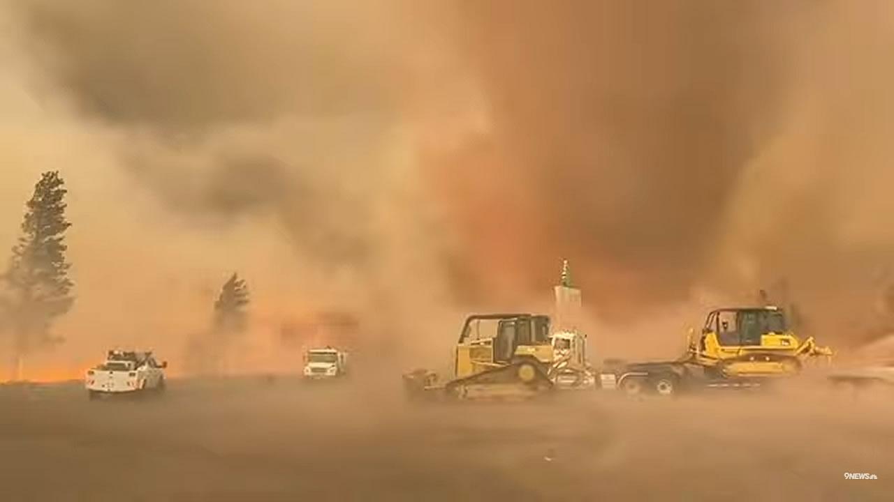 Gigantesco Firenado o Tornado di fuoco, filmato in California
