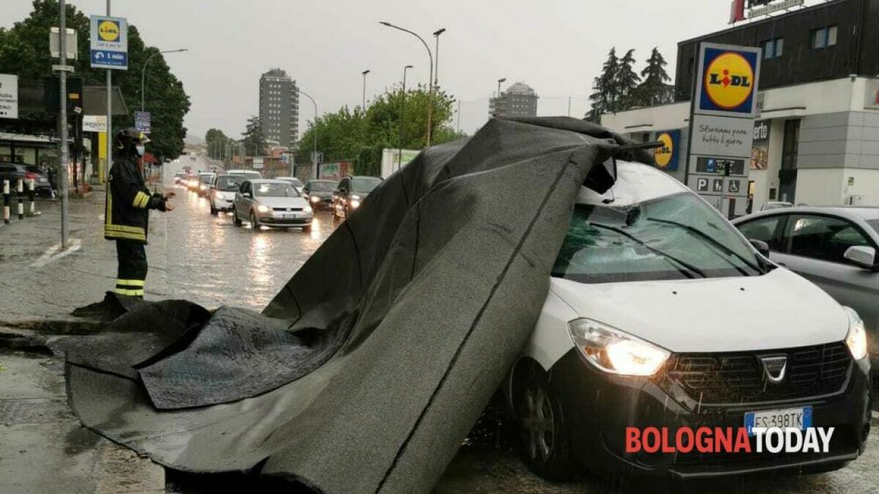 I danni causati dal vento a Bologna. Fonte immagine: bolognatoday