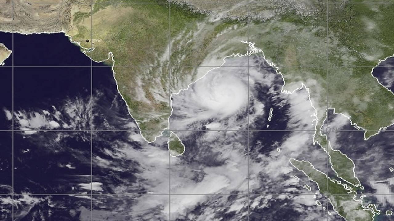 Il ciclone Amphan sull'Oceano Indiano prima del landfall