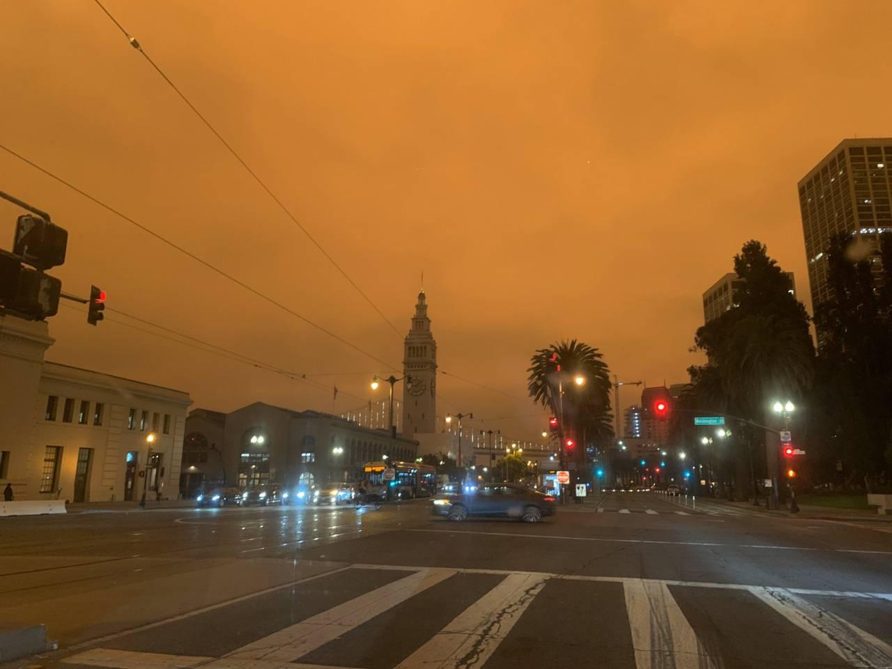 California e Oregon, la costa continua a bruciare: bilancio di 30 morti
