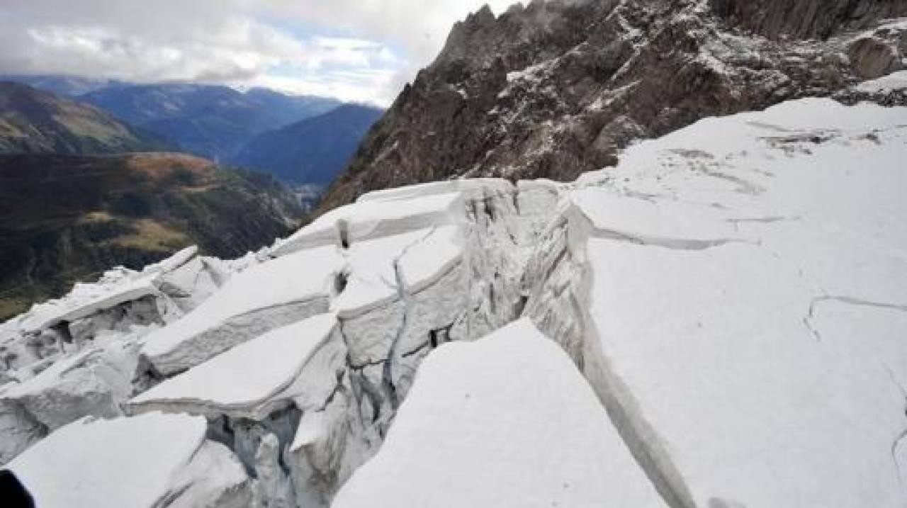 CRONACA METEO. Monte Bianco, rischia di crollare un gigantesco seracco di ghiaccio dal versante francese