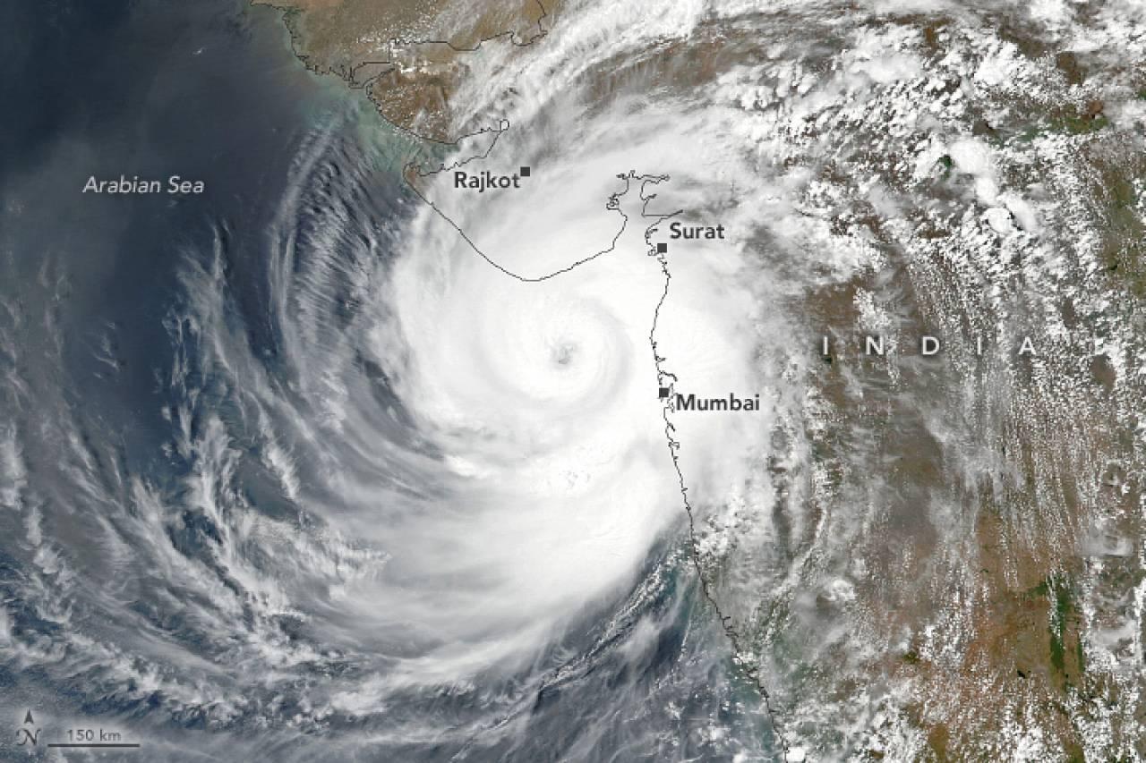 Il momento del landfall del ciclone tropicale Tauktae