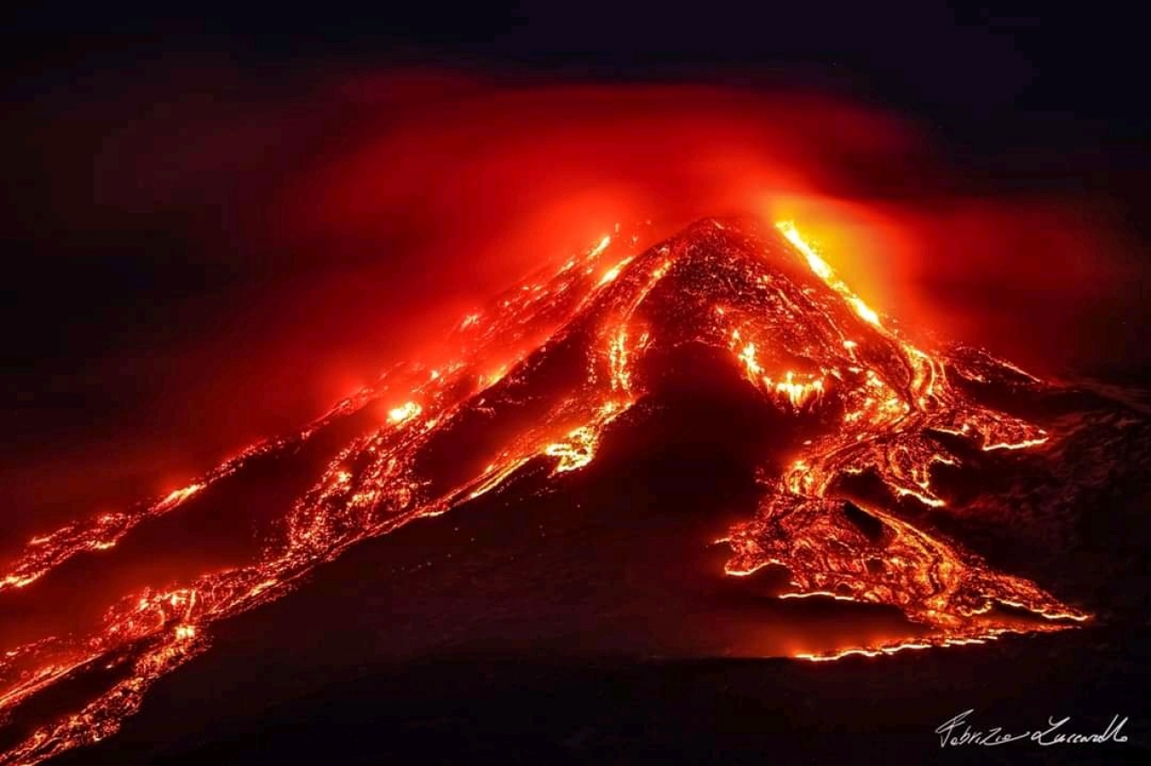 Il parossismo eruttivo al Cratere di Sudest. Foto di Fabrizio Zuccarello.