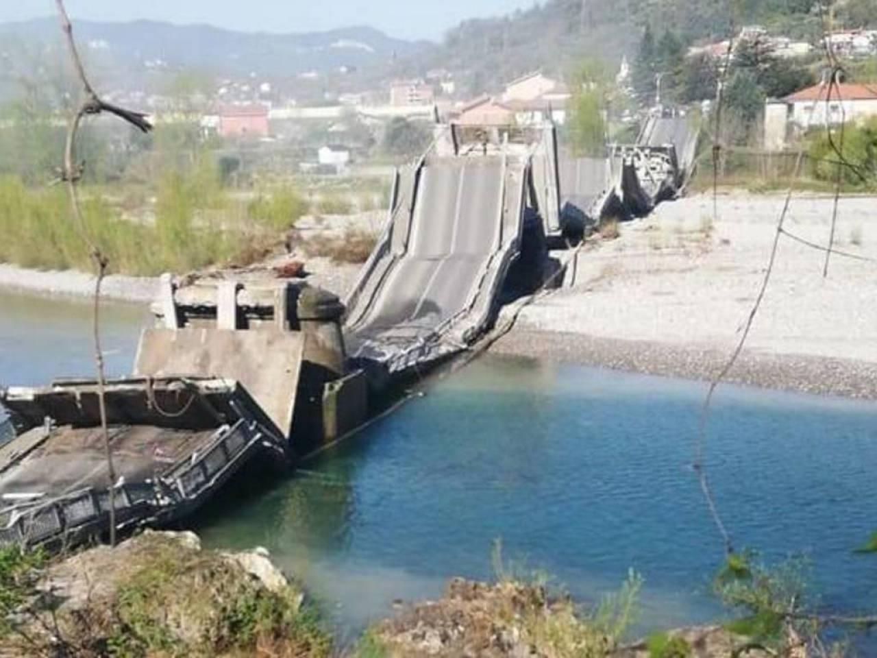 Il ponte crollato in Lunigiana: fonte immagine ivg.it