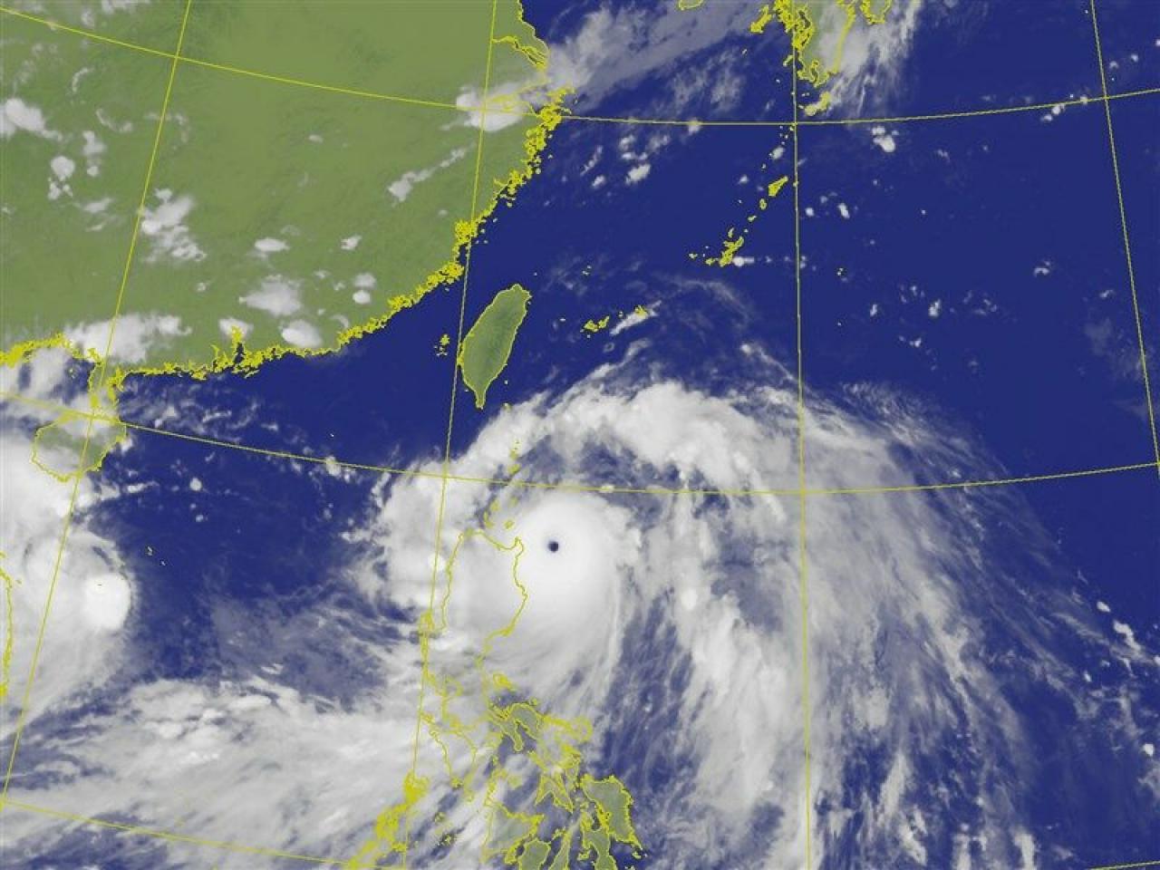 Il super tifone Chanthu in avvicinamento dalle Filippine a Taiwan