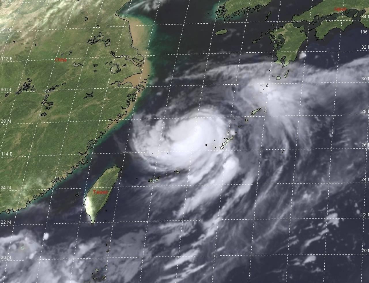 Il tifone Bavi visto dal satellite