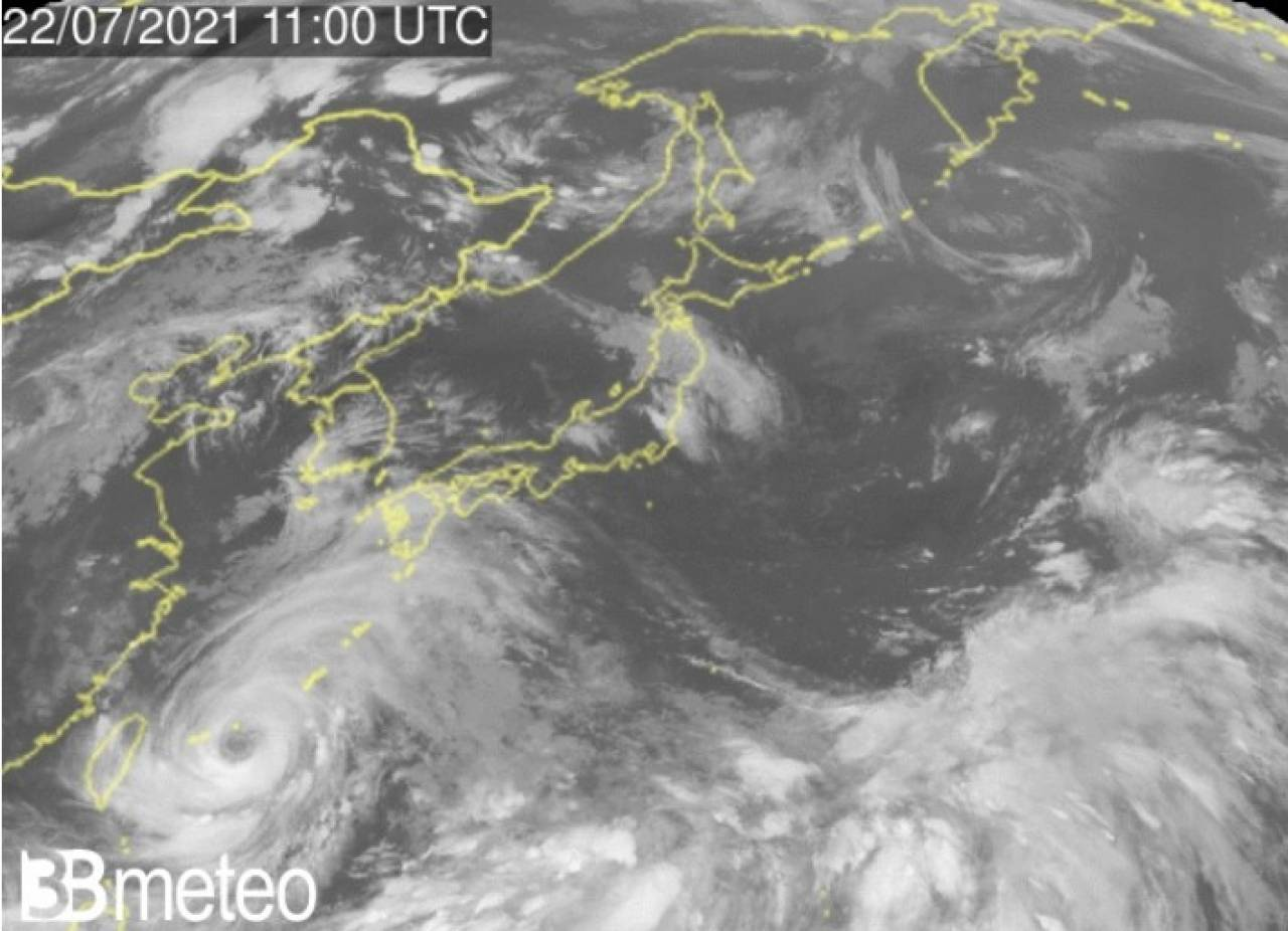 Il tifone In-Fa si avvicina a Taiwan