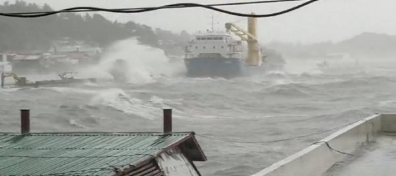 Il tifone Surigae a due passi dalle Filippine