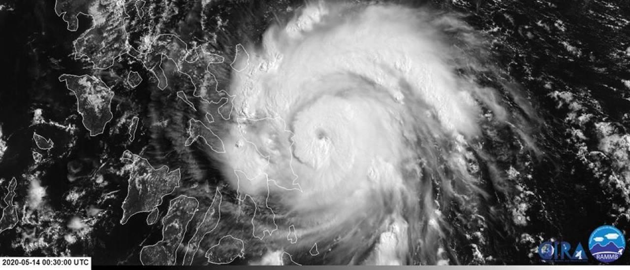 Il tifone Vongfong giovedì, prima del suo landfall sulle Filippine