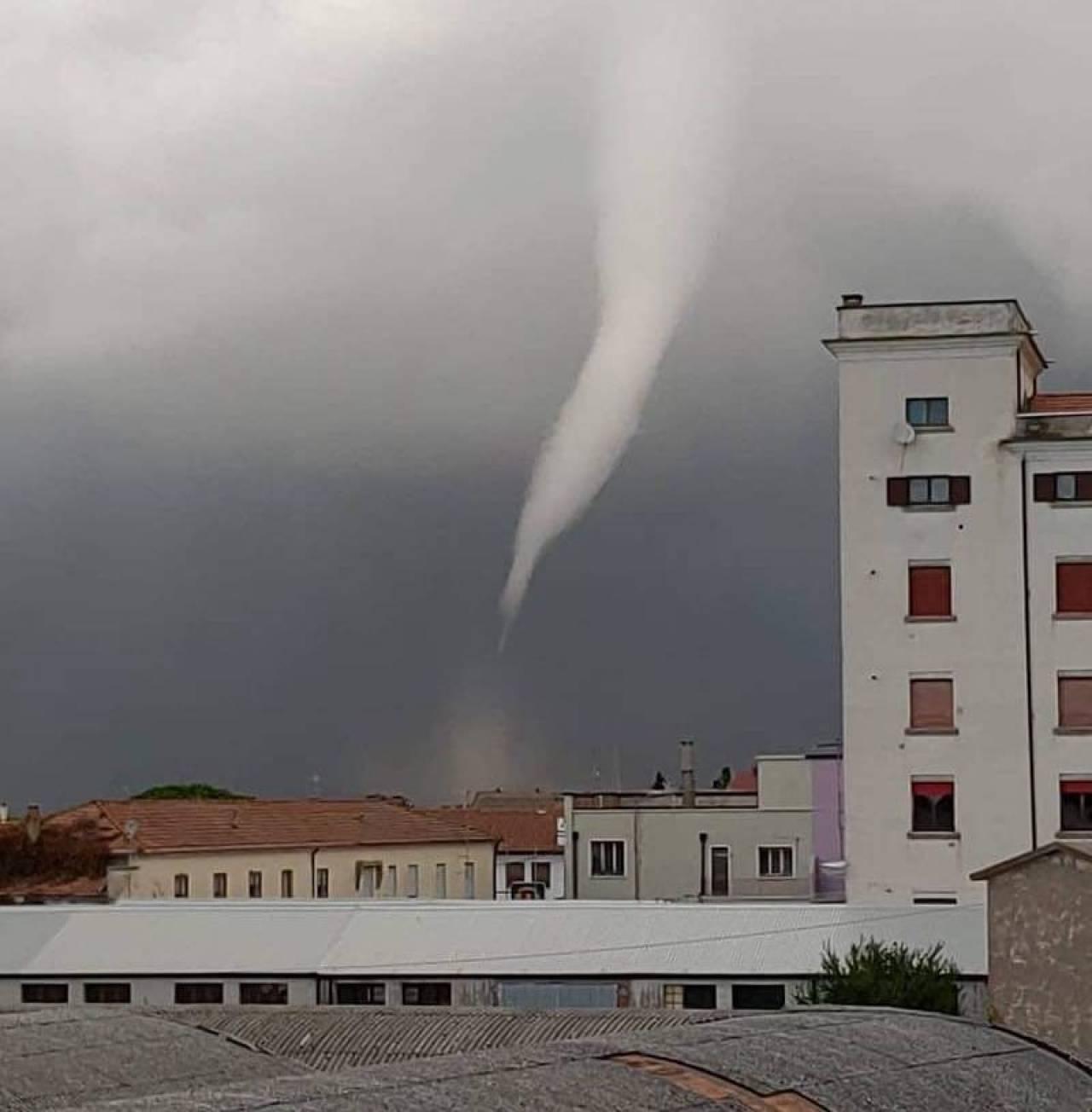 Il tornado di Rosolina: foto di Alberto Gobbi