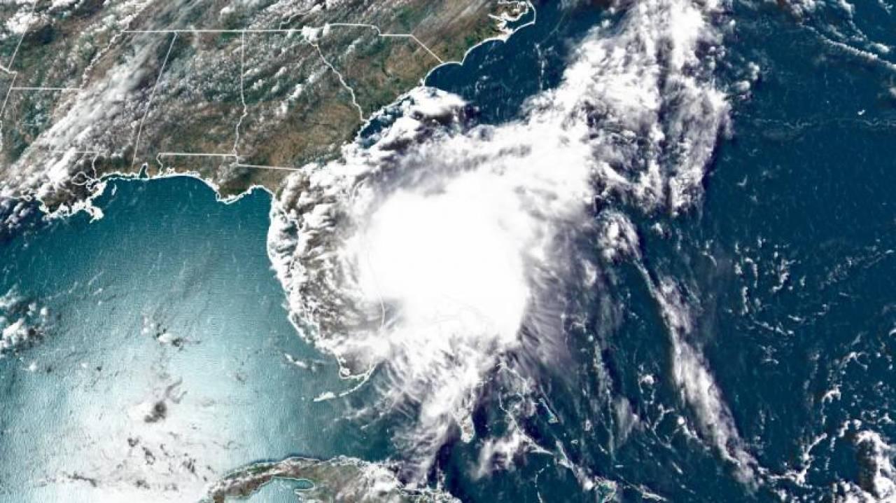 Isaias vista dal satellite