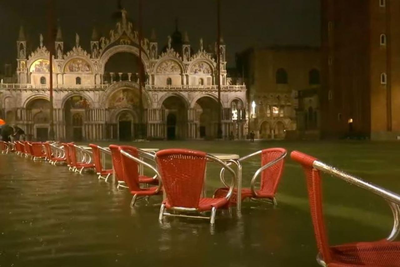 L'acqua alta a Venezia della sera del 4 giugno