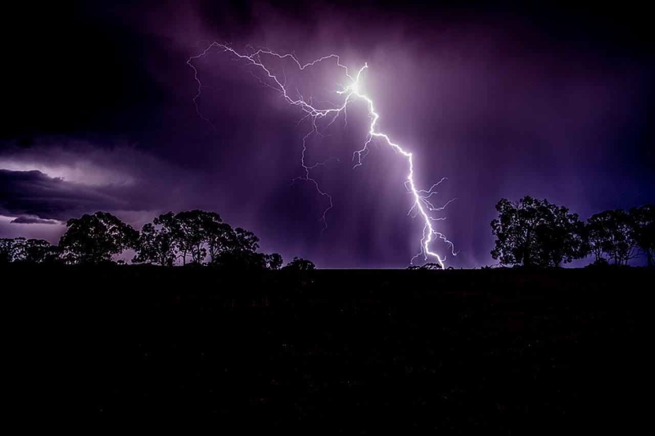 L'eredità di un fulmine che colpisce il suolo