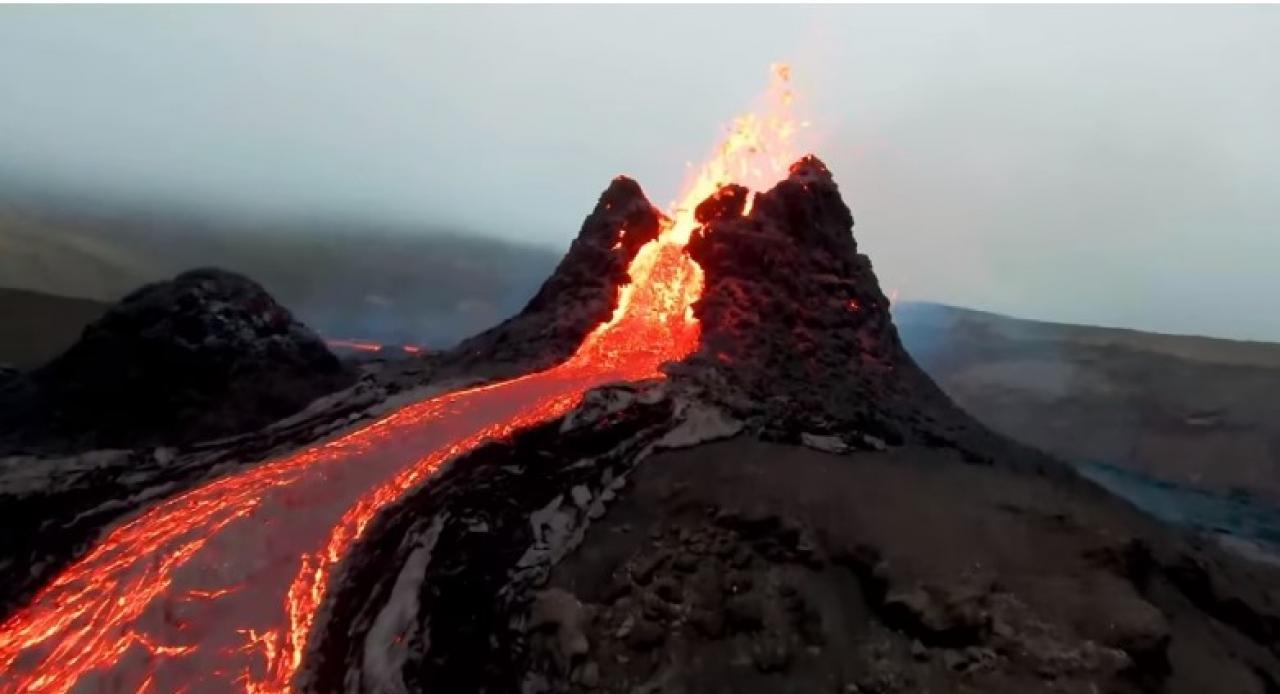 L'eruzione del vulcano Fagradalsfjall, in Islanda
