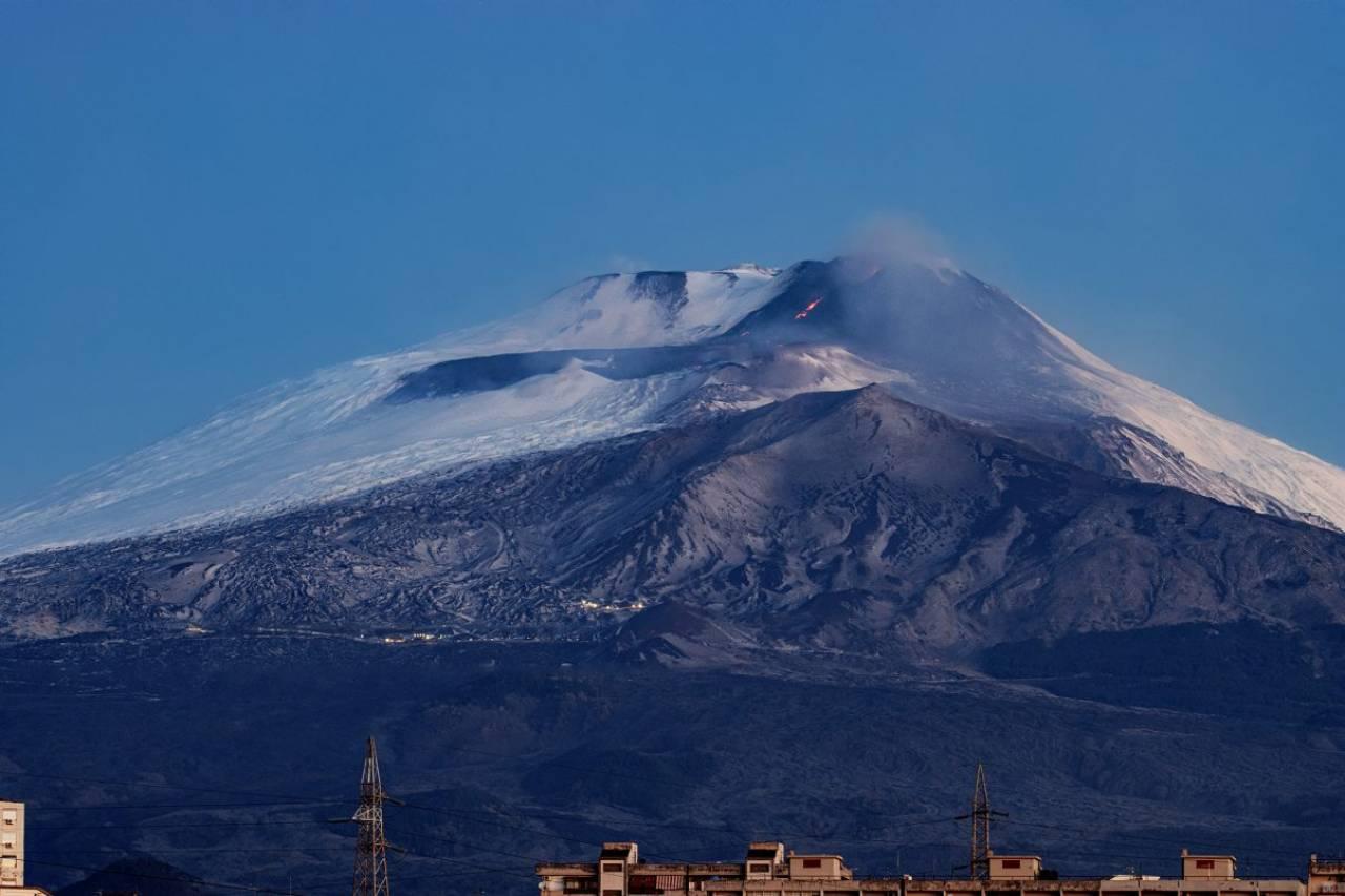 L'eruzione recente dell'Etna dal cratere di sudest (foto tg24.sky)