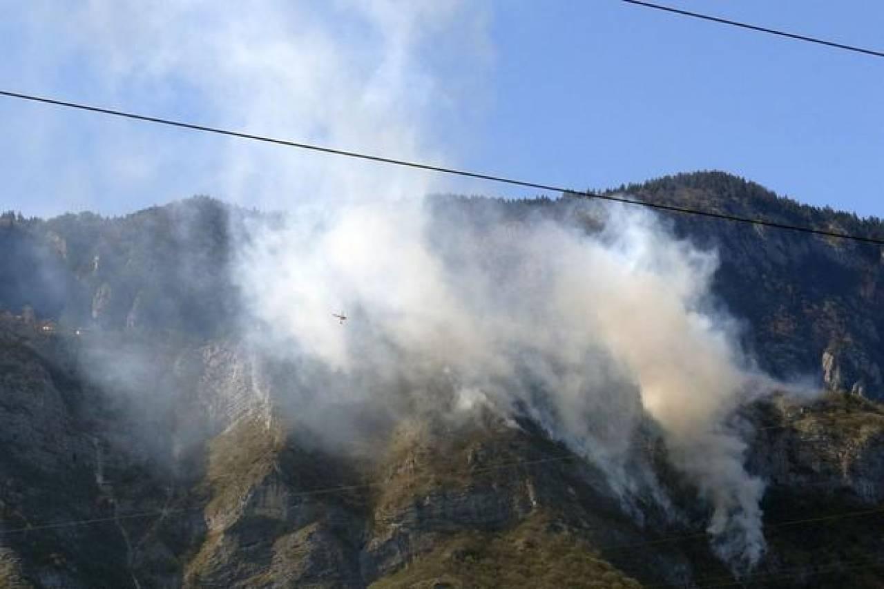 L'incendio sul Monte Fausior (Fonte: ladige)