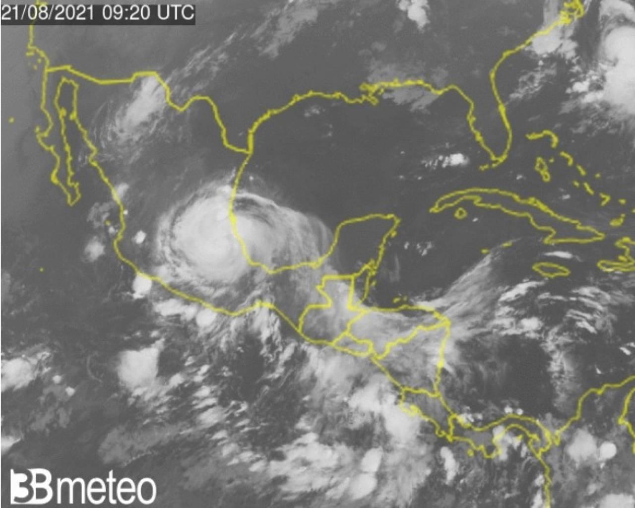L'uragano Grace in azione sul Messico
