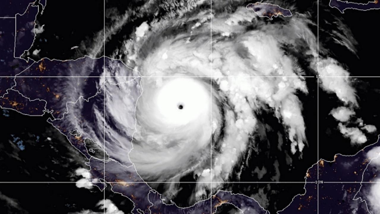 L'uragano Iota visto dal satellite